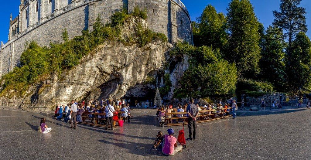 Grotte jour vue générale Lourdes