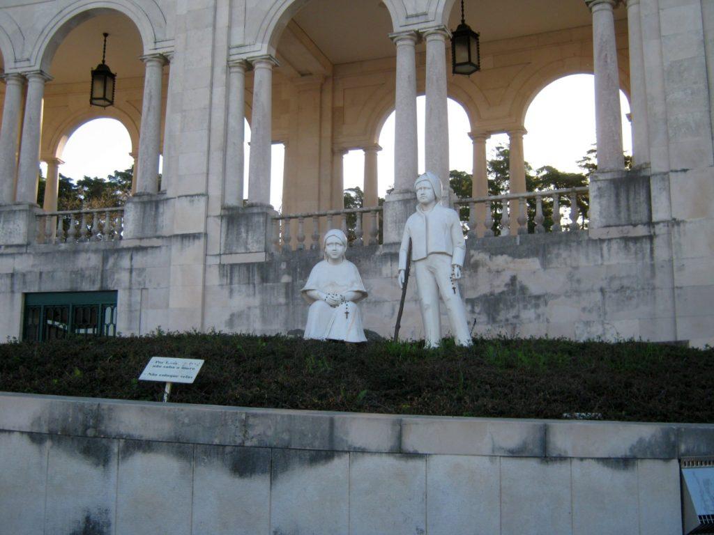 Fátima gyerekek szobor