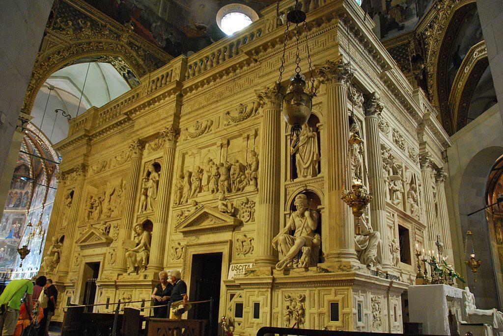 1024px-Santuario_della_Santa_Casa_in_Loreto_-_Casa_Santa